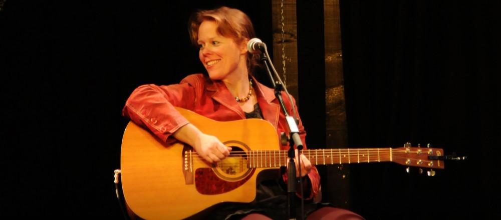 Koncert med June Beltoft, singer-songwriter optræder med sig eget originale repertoire. Ikke cover.