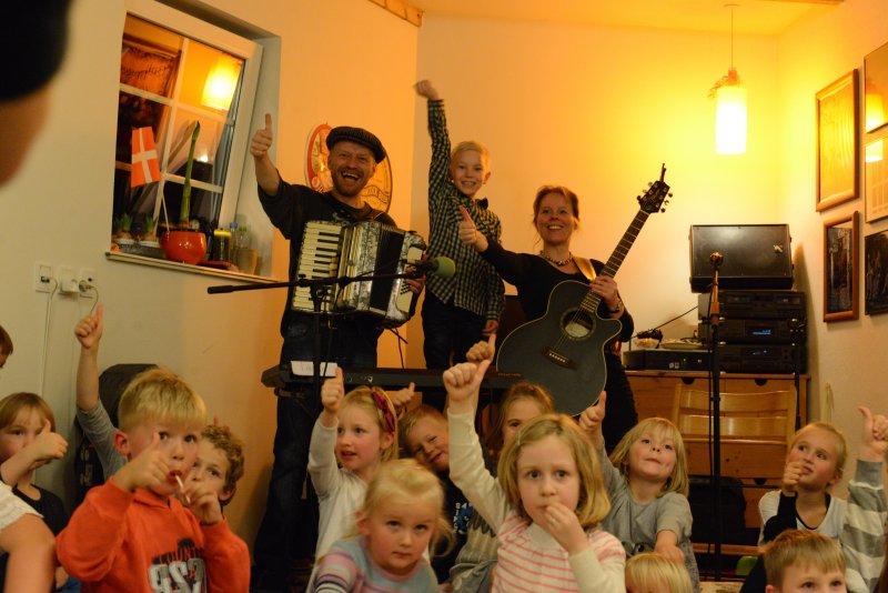 Børnemusikbandet RimRaketten spiller til alle slags arrangementer for børn. Herunder børnemusik-festivaler, koncerter på skoler, biblioteker, daginstitutioner samt til private arrangementer, f.eks. børnefødselsdage