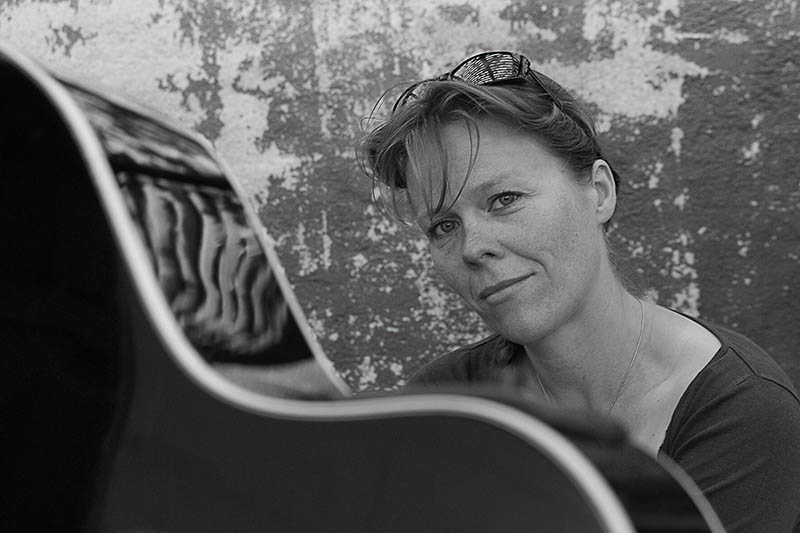 June Beltoft - musiker, sanger og sangskriver / musician, singer and songwriter