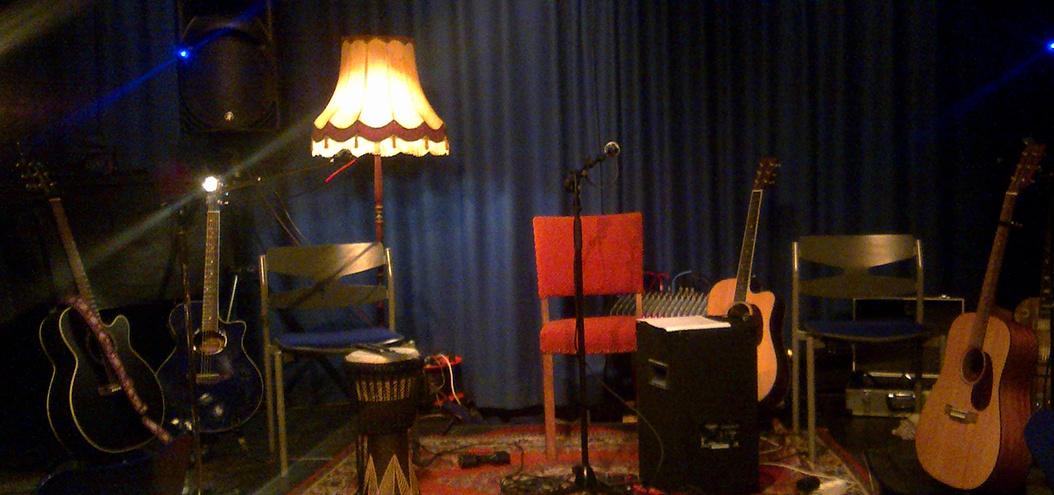 June Beltoft musiker, sanger og sangskriver - Hjemmekoncert - House concert - Dagligstuekoncert