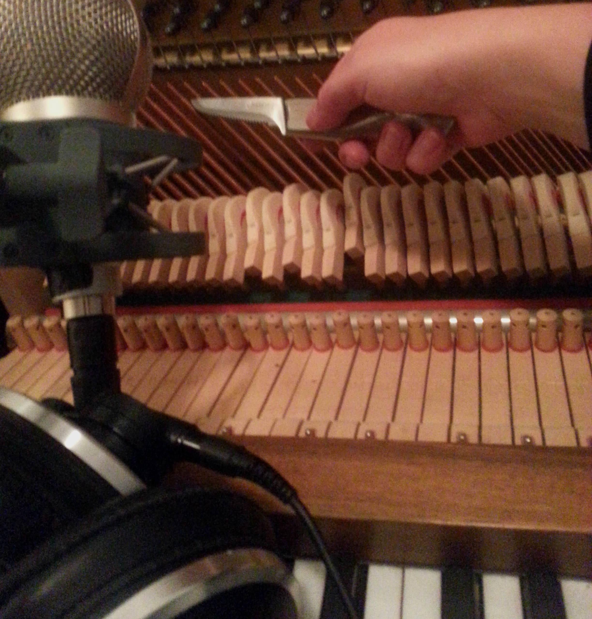 I arbejdet med EP'en Twilight Dreams eksperimenterede jeg bl.a. med alternative lyde fra mit klaver