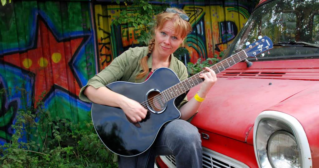 June Beltoft, performing musician, singer and songwriter. Photo: Maya Hiort Petersen