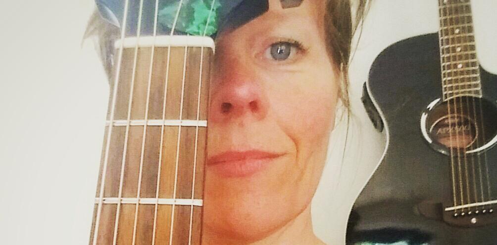 June Beltoft, musiker, sanger og sangskriver Alone Tonight
