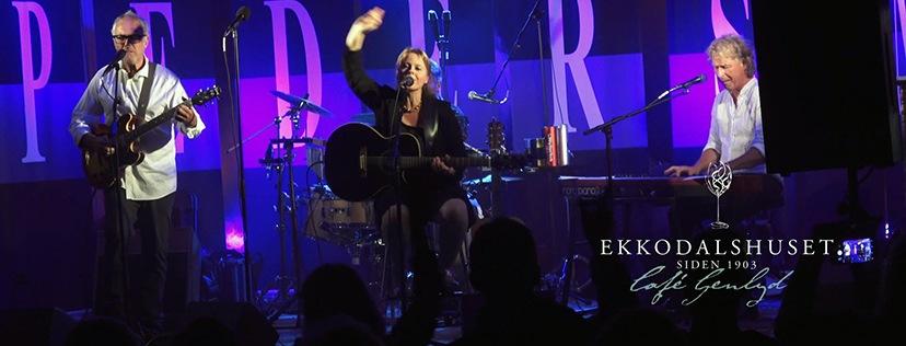 June Beltoft singer-songwriter. Livemusik